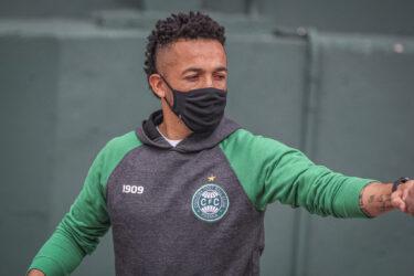 Com Rafinha, Coritiba relaciona 23 jogadores para o confronto da Copa do Brasil