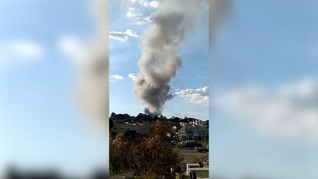 Incêndio em Araucária assusta moradores da região; assista ao vídeo