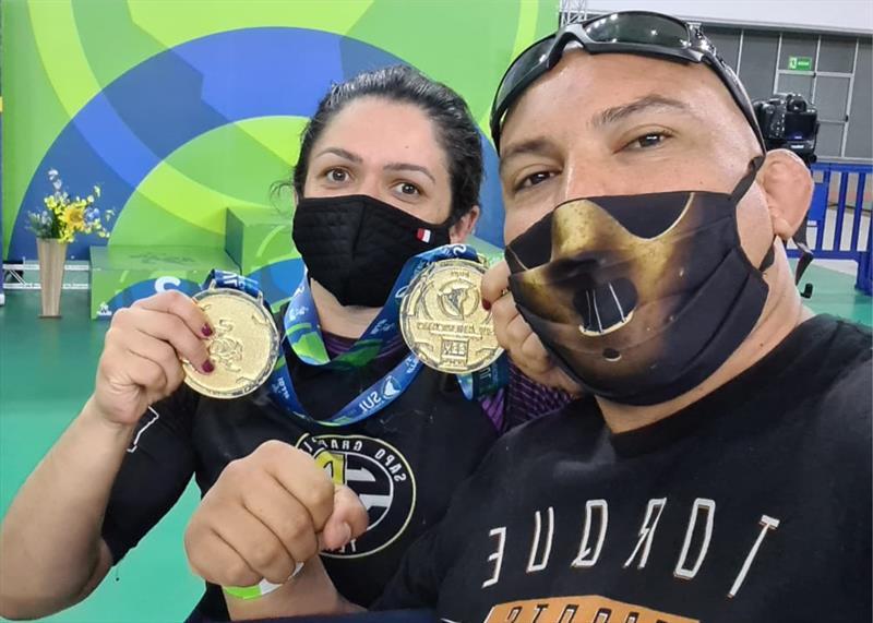 Curitibana conquista duas  medalhas de ouro no Jiu-Jitsu