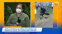 Dupla inventa de assaltar ônibus em frente ao local de vacinação com guarda municipal
