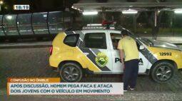 Após discussão, homem pega faca e ataca dois jovens com o veículo em movimento