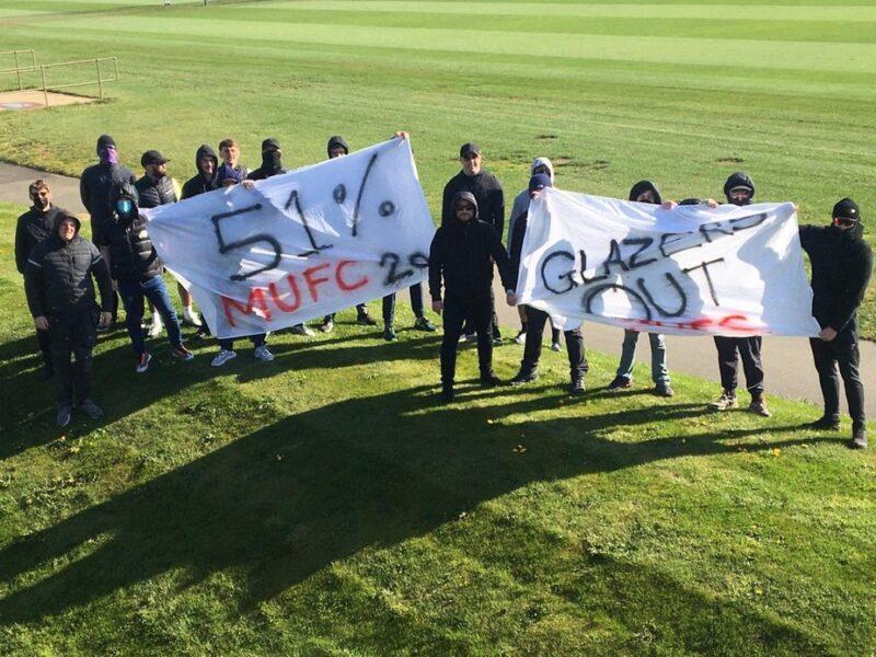 Grupo de torcedores do Manchester United invade CT para protestar contra dono do clube