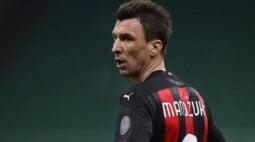 Sem jogar há mais de um mês, Mandzukic recusa receber salário de março
