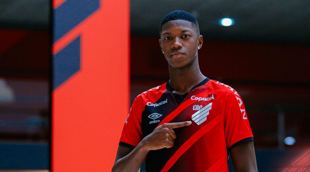 Athletico anuncia contratação do atacante Matheus Babi