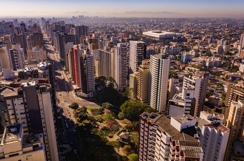 Covid-19: Curitiba mantém bandeira laranja por mais 14 dias