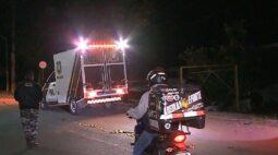 Motoboy morre após ser atingido na traseira por picape, em Pinhais