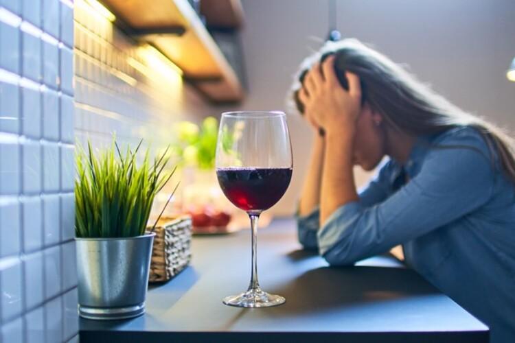 Médicos revelam os sinais emitidos pelo corpo quando o consumo de álcool é exagerado
