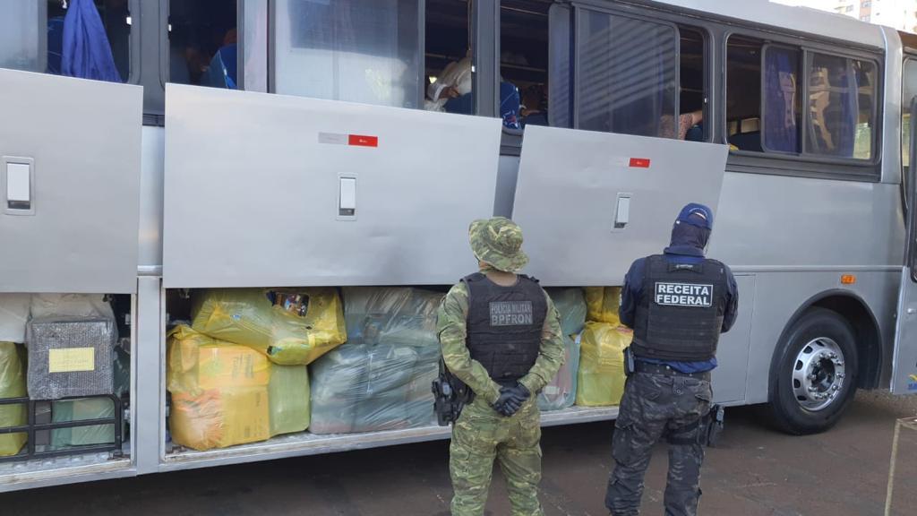 Dois veículos abarrotados de contrabandos são pegos pela polícia no interior do PR