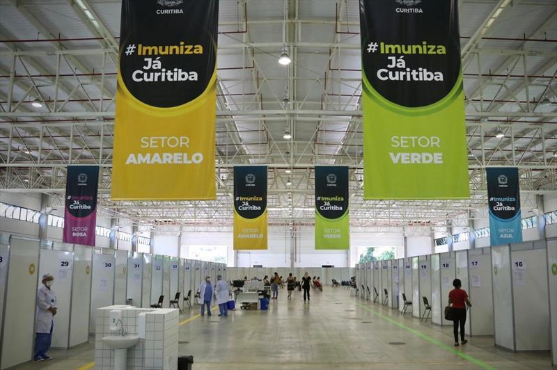 Veja como está a preparação de Curitiba para receber doses da vacina Pfizer
