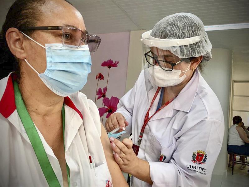 Vacinação hoje (06): confira o cronograma em algumas cidades do Paraná
