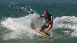 Prancha de surfista desaparecido é encontrada com mordida de tubarão