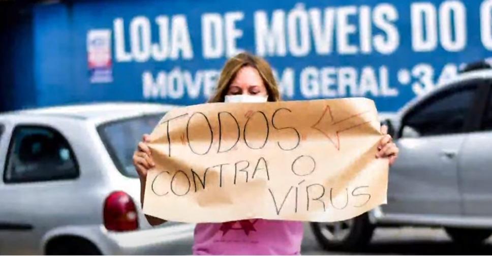 """Manifestantes fazem 'buzinaço' em frente a hospital e trabalhadores rebatem: """"Respeitem os pacientes"""""""