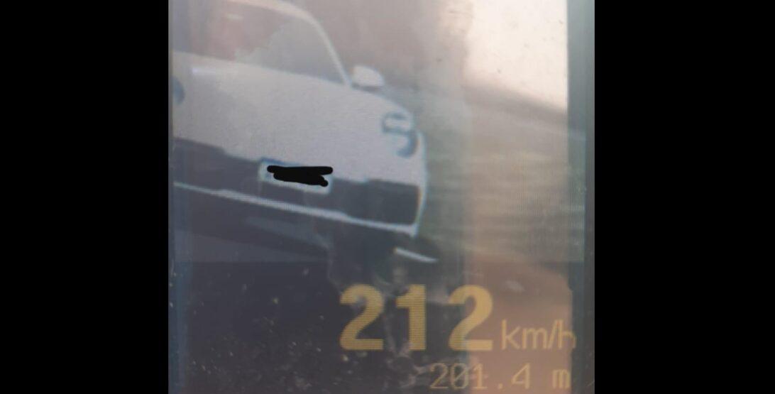Veículo de luxo é flagrado a mais de 200km/h por radar móvel, no Paraná