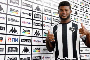 Rafael Carioca é apresentado no Botafogo