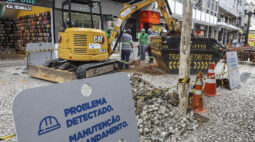 Centro de Curitiba tem obras de substituição de tubulação da rede de esgoto