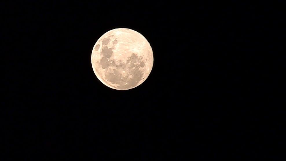 Paranaenses poderão ver a superlua rosa na madrugada desta terça (27)