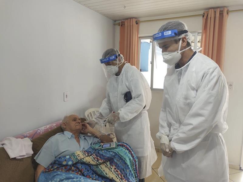 Tratando pacientes em casa, Curitiba libera 424 leitos em hospitais em março