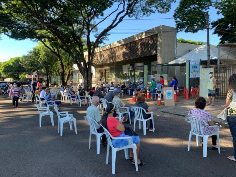 Covid-19: 1ª dose da vacina chega para pessoas com 64 anos ou mais em Maringá