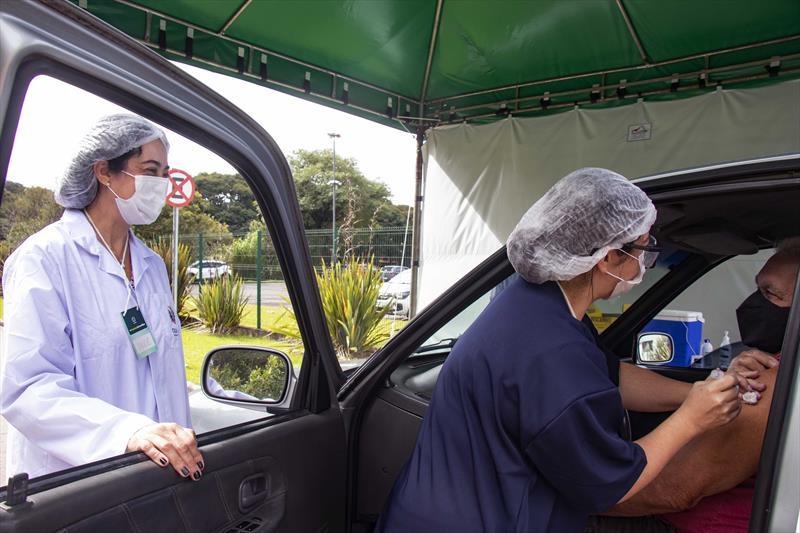 Saúde retoma aplicação de 1ª dose e completa grupo prioritário de idosos