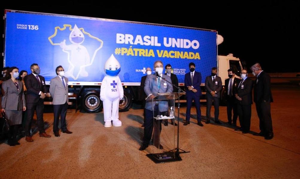 Brasil recebe primeiro lote com 1 milhão de doses de vacinas da Pfizer