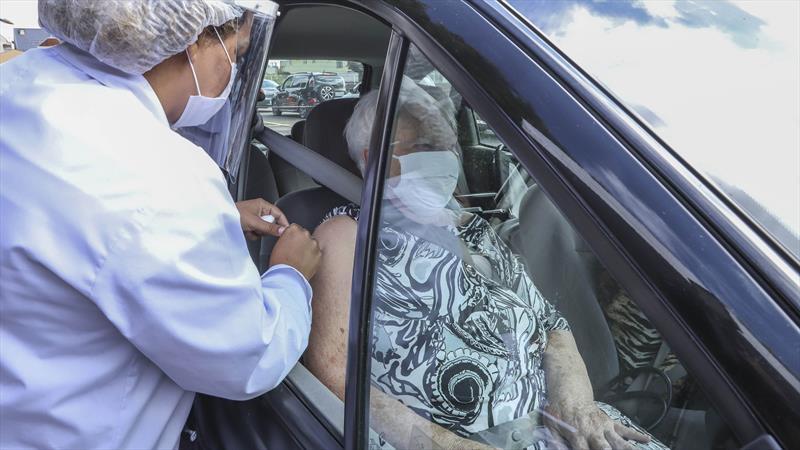 Apenas 55.551 pessoas receberam a 2ª dose da vacina contra covid-19 em Curitiba