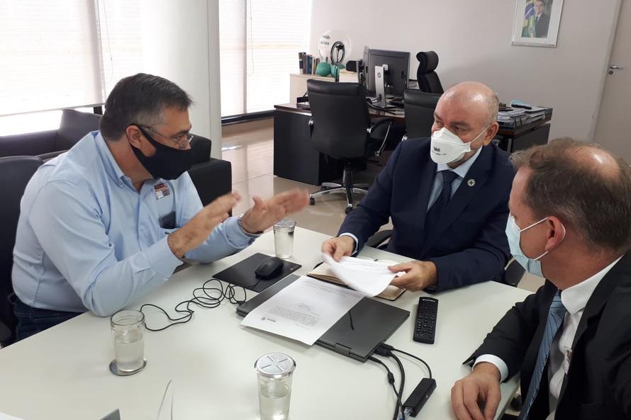 Paraná pede antecipação da vacinação de professores para Governo Federal