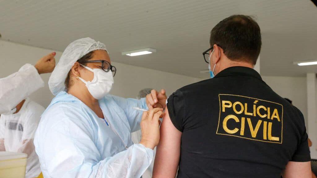 Profissionais da segurança começam a ser vacinados no domingo (4); confira quem receberá a dose
