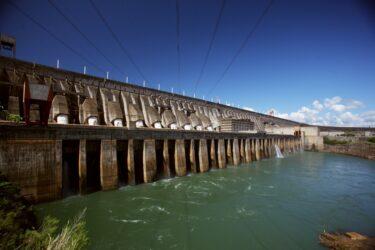 Tratado que permitiu a construção da usina de Itaipu completa 48 anos