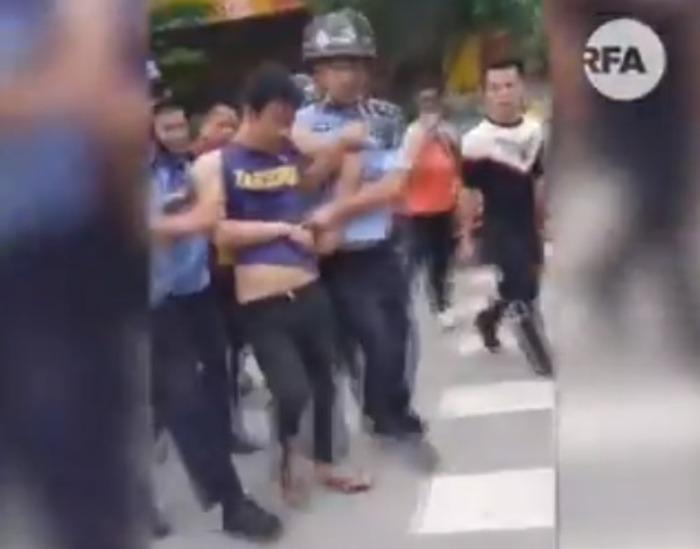 Homem ataca creche com faca e deixa 16 crianças feridas