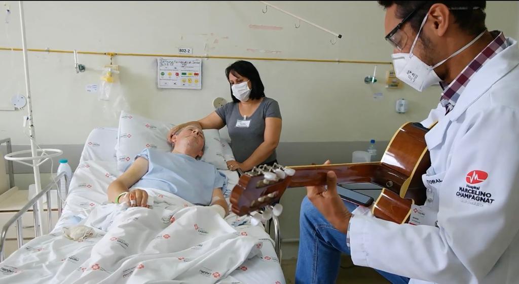 Com ações simples, profissionais da saúde inspiram e deixam ambiente hospitalar mais leve