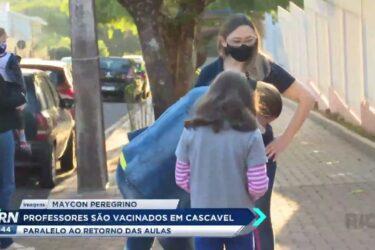 Professores são vacinados em Cascavel em paralelo ao retorno das aulas