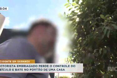 Motorista embriagado perde o controle do veículo e bate no portão de uma casa