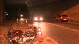 """Motociclista sobrevive a colisão frontal grave na CIC: """"Saí de dentro do carro clamando o nome de Jesus"""""""
