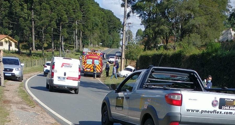 Jovem morre em acidente na RMC; marido da vítima e criança também estavam no carro