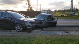 Homem passa mal ao volante e bate em carros na contramão da Rodovia da Uva