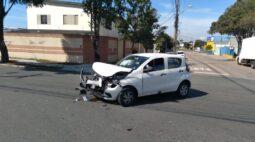 Acidente com três veículos deixa uma pessoa ferida em Curitiba