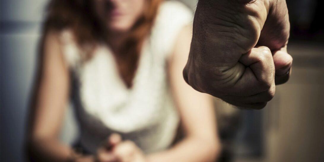 Homem é preso por agredir a esposa e policiais nos Campos Gerais