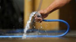 Projeto de lei quer proibir uso de água potável para lavagem de calçadas