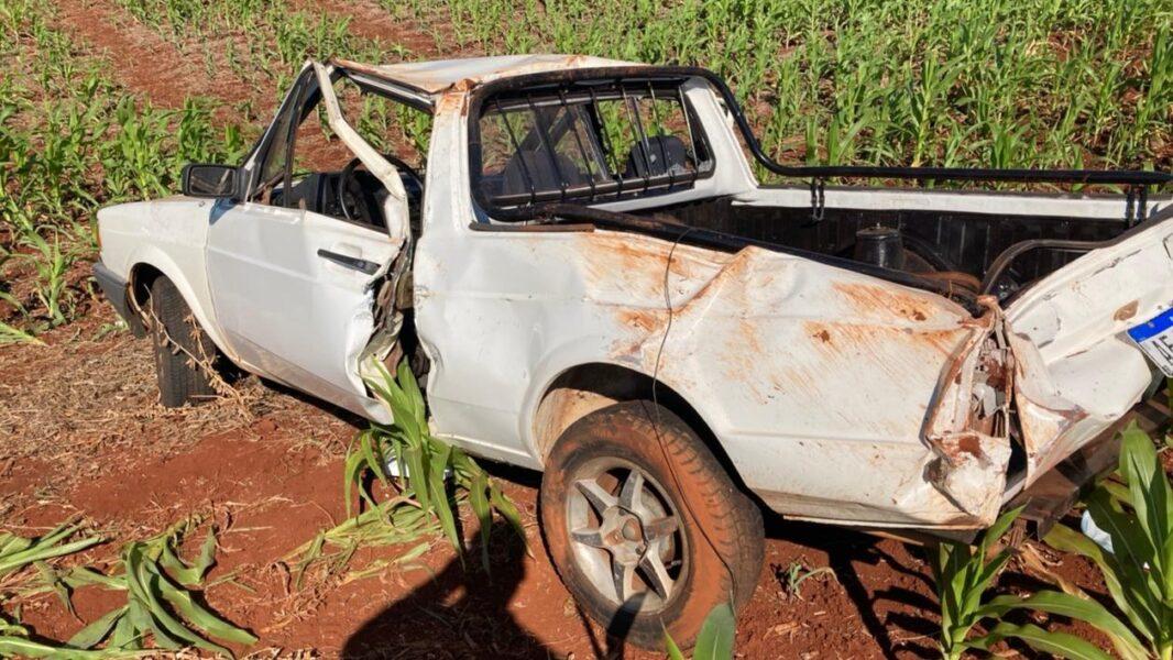 Casal de idosos fica ferido após capotar caminhonete próximo à Warta (PR)