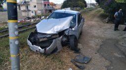 Trem bate em carro no bairro Cajuru, em Curitiba