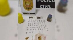 """""""Vovó do crack"""" é presa em flagrante com droga pronta para distribuição"""