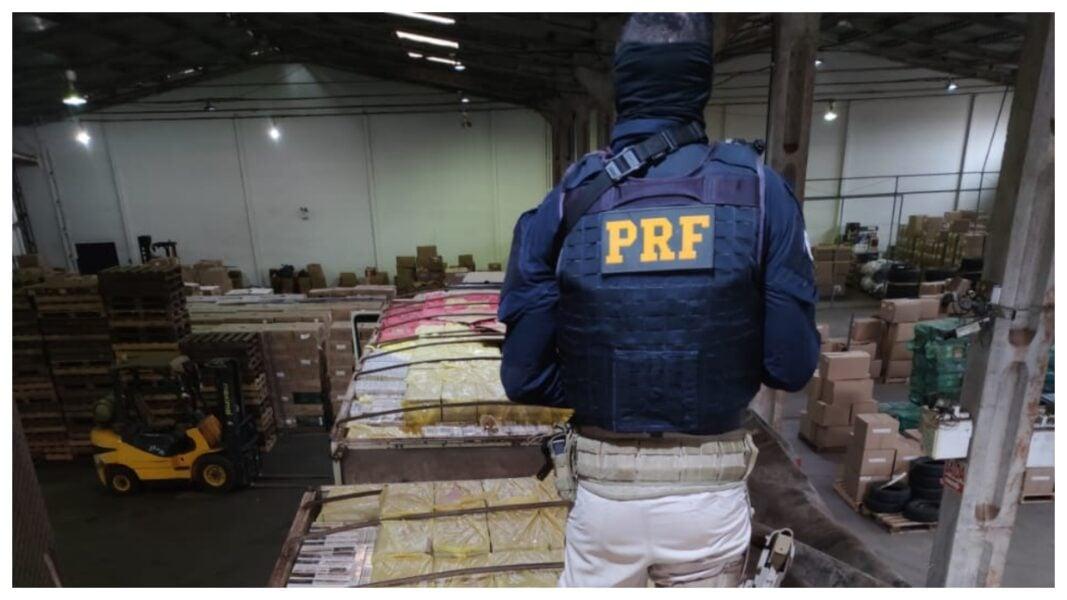 PRF apreende 1 milhão de maços de cigarros no Paraná durante o fim de semana