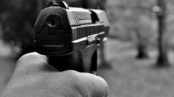 Homem que ameaçava mulher é baleado em confronto com a GM de Foz do Iguaçu