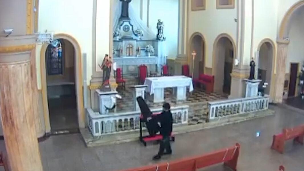 Homem furta instrumentos musicais de igreja em Cambé e é flagrado por câmeras