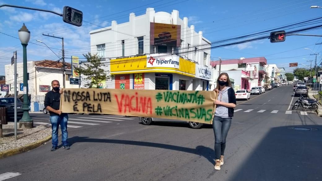 Assistentes sociais pedem por vacinação contra a covid-19, no Paraná