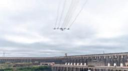 Esquadrilha da Fumaça sobrevoa Itaipu em comemoração aos 47 anos da empresa