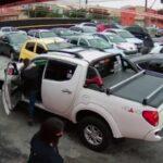 Gatas e ordinárias: meninas aproveitam boa aparência para roubar caminhonete