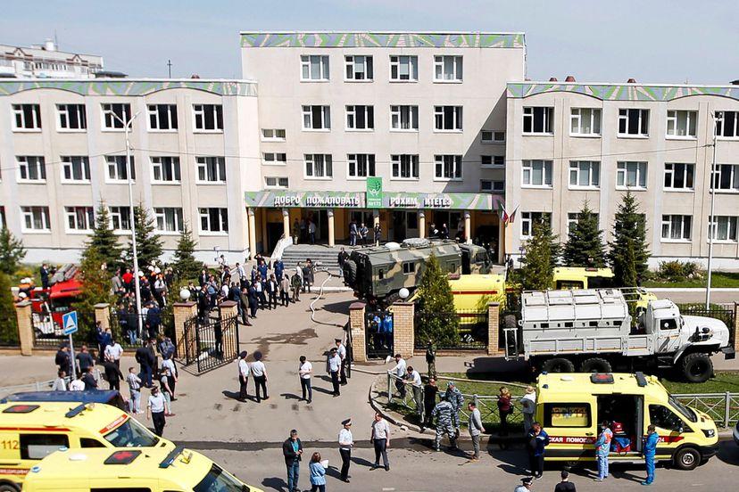 Adolescente armado em escola deixa pelo menos oito mortos e 25 feridos