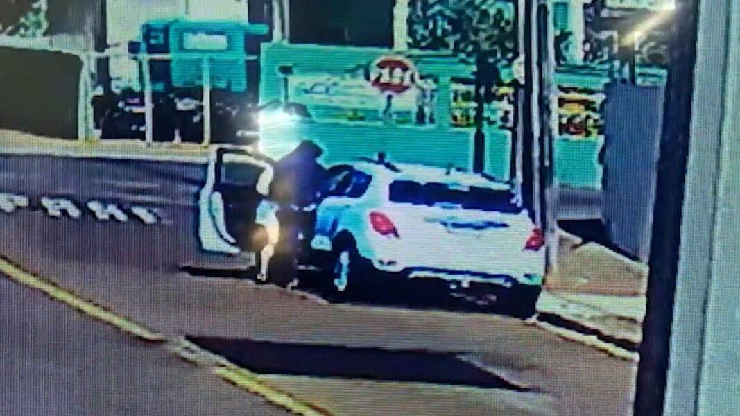 Ladrão rouba carro estacionado em frente ao colégio da Polícia Militar, em Londrina