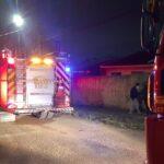Duas pessoas morrem carbonizadas em incêndio em casa de madeira